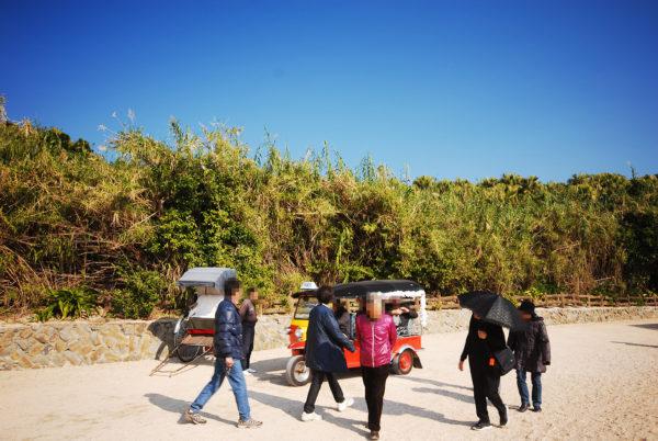 青島のトゥクトゥクと人力車